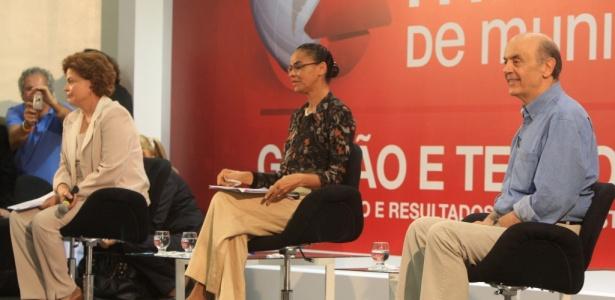 Dilma, Marina e Serra em painel com prefeitos em Belo Horizonte: campanha começa oficialmente nesta terça-feira (6)