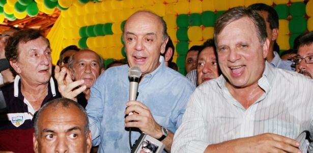 O presidenciável José Serra (PSDB) e o candidato derrotado ao Senado, Tasso Jereissatti (PSDB), durante encontro com políticos em Canindé (CE)