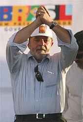 Presidente durante visita à periferia de Manaus