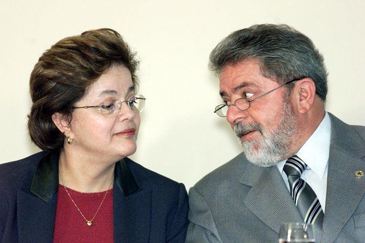 Ao lado de Lula