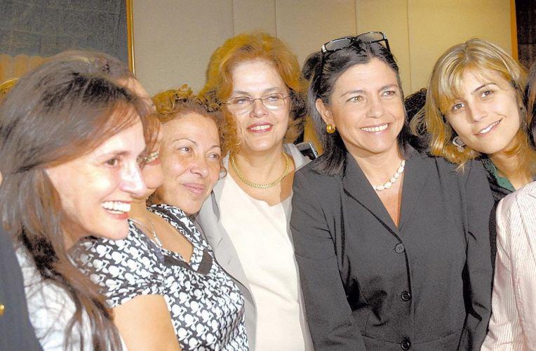 Parlamentares dão apoio a Dilma