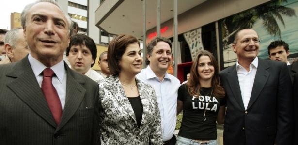 Temer, Rosinha Matheus, Anthony Garotinho, e a filha do casal Clarissa Matheus (da esq. para a dir.) em ato de apoio ao então candidato a presidente do PSDB, Geraldo Alckmin (à dir.), nas eleições de 2006, em São Paulo