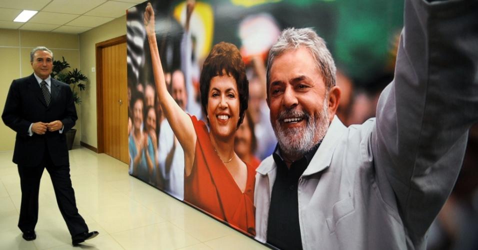 Michel Temer, chega ao comitê de campanha de Dilma Rousseff para entregar o programa de governo do partido à pré-candidata do PT à Presidência da República