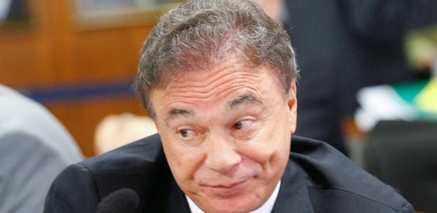 O senador Álvaro Dias (PSDB-PR) critica excesso de polêmica acerca da venda de bebidas alcoólicas