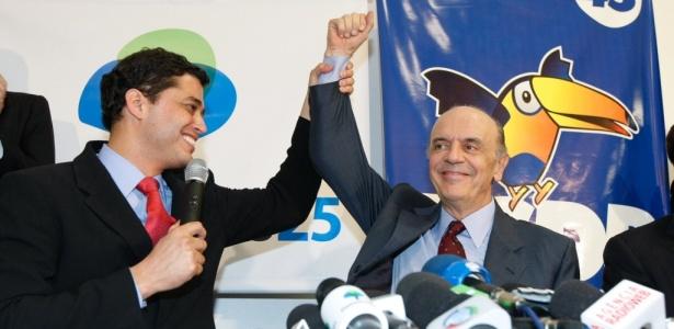 Indio da Costa (DEM-RJ) e José Serra (PSDB) confirmam a chapa para a corrida presidencial na convenção do DEM, nesta quarta-feira (30), no último dia para oficializar candidaturas