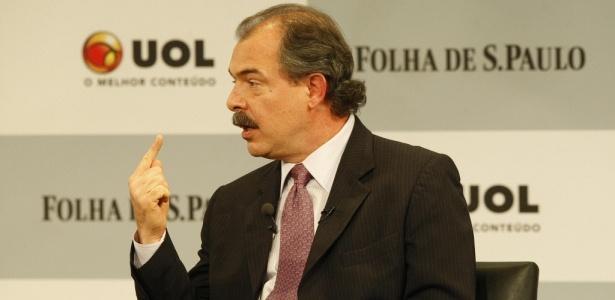 Candidato do PT ao governo paulista participa de sabatina promovida por UOL e Folha