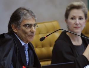 Até agora, a maioria seguiu o voto da relatora Ellen Gracie, de que a mera falta do título não impede o eleitor de votar, segundo a Constituição; o julgamento será retomado nesta quinta (30)