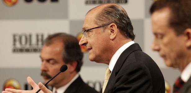 Geraldo Alckmin (centro) veio com números decorados para se defender dos adversários