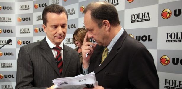 Russomanno e assessores durante intervalo do debate Folha/UOL