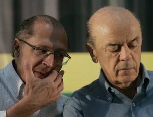 Os tucanos Geraldo Alckmin e José Serra em evento com sindicalistas em São Paulo
