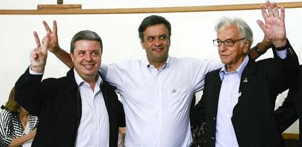 Antonio Anastasia (PSDB), eleito governador de Minas Gerais, ao lado de Aécio Neves (PSDB) e Itamar Franco (PPS), eleitos para o Senado
