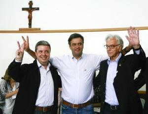 Da esquerda para direita, o candidato à reeleição pelo governo de Minas Gerais Antonio Anastasia, ao lado do ex-governador Aécio Neves e do ex-presidente Itamar Franco, candidatos ao Senado