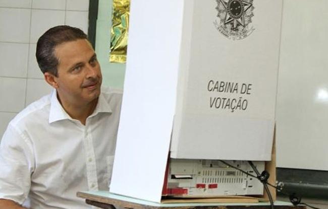 Eduardo Campos, candidato ao governo de Pernambuco pelo PSB, vota na Escola Estadual Silva Jardim, no bairro do Monteiro, zona norte de Recife-PE