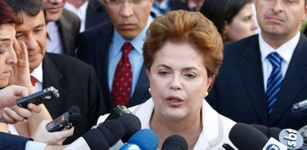 A presidenciável Dilma Rousseff (PT) concede entrevista a jornalistas em Brasília