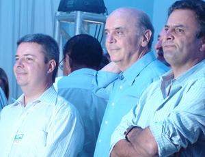 José Serra com os tucanos Antonio Anastasia e Aécio Neves, em Uberlândia (MG)