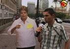 Nas ruas: Eleitor usa post-it e microfone para mandar recado a Dilma